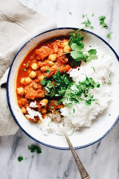 Comforting Moroccan-spiced chickpea bowls on Monday? Yeah, we're going there. Hello, Meatless Monday. Word on the street is a blizzard's on its way, so I'm gearing up for it by cooking all things comforting and getting my baking ingredients all set. Because what is a blizzard without ton-zo food? And since we are about to …