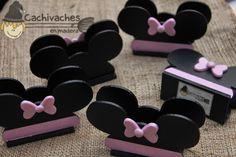 Servilleteros de fibrofácil con la silueta de Mickey o Minnie.   Diferentes diseños pensados para cumpleaños infantiles o para souvenirs.  ...