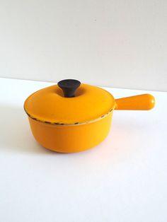 Casserole vintage Le Creuset en fonte émaillée jaune orange