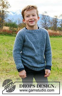 Blue August - Knitted sweater for children in DROPS Sky. The piece is worked top down with raglan and double moss stitch on sleeves. - Free pattern by DROPS Design Boys Knitting Patterns Free, Jumper Knitting Pattern, Knitting For Kids, Free Knitting, Baby Knitting, Knitting Sweaters, Drops Design, Moss Stitch, Boys Sweaters