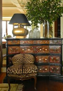 Especially love the lamp-wood chest-touch of animal print.