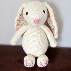 Millie the Bunny - Free Amigurumi Pattern here: http://www.stitch-em.com/post/120133983087/millie-the-bunny ༺✿ƬⱤღ  https://www.pinterest.com/teretegui/✿༻