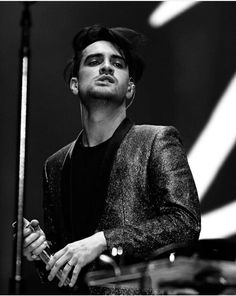 i love you Brendon Urie Emo Bands, Music Bands, Dallon Weekes, Panic! At The Disco, Fall Out Boy, My Chemical Romance, Queen, Hot, Handsome