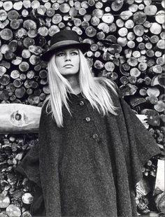 Happiest birthday to my style icon the impossibly glamorous Brigitte Bardot XoRZ Brigitte Bardot, Bridget Bardot, Bridgette Bardot Style, Jane Birkin, Susan Sarandon, Jack Nicholson, Marlon Brando, Glamour, Vintage Winter Fashion