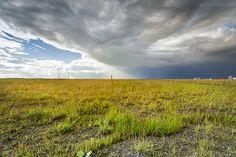 Wetterbild Wilhelmshaven: Regenzelle zeiht über den JadeWeserPort