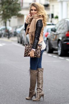 Fall look black and beige with a pop of animal print