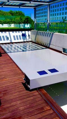 Cobertor automático personalizado en color gris instalado recientemente. Cubre la piscina en menos de 1 minuto y tiene una estéica y estanqueidad excepcionales. + Info sobre este modelo: