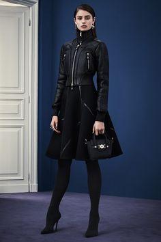 Sfilata Versace Milano - Pre-Collezioni Autunno-Inverno 2015-16 - Vogue