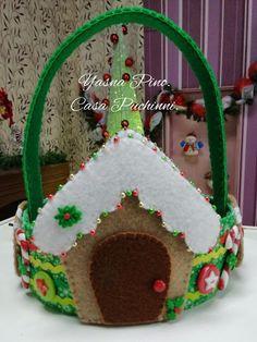 Cesta de natal em feltro com molde para imprimir - Criatividade Merry Christmas, Christmas Ornaments, Diy, Gingerbread, December, Photo Wall, Holiday Decor, Gifts, Handmade
