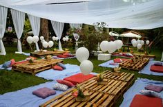 10 Unique Rustic Backyard Wedding Party Decor Ideas That Can Inspire You 7 Backyard Picnic, Rustic Backyard, Party Fotos, Picnic Birthday, Picnic Theme, Deco Champetre, Outdoor Parties, Outdoor Movie Party, Outdoor Events