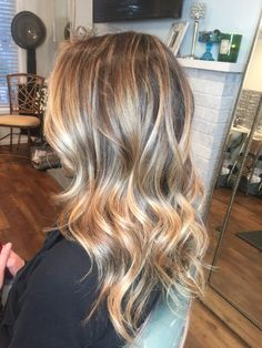 Hair color:golden blonde highlights exciting chestnut brown hair with and lowlights on red ash White Blonde Hair, Golden Blonde Hair, Brunette Hair, Blonde Wig, Ash Blonde, Light Brunette, Gray Hair, Brown Hair, Bronde Blond