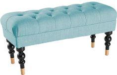 Åhléns har blivit riktigt bra på att göra biliga småmöbler som lyfter rummet. Som den här bänken/pallen för 999 kr.