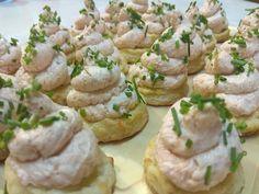 Cookies de queso c/mousse de salmón Mousse, Queso, Baked Potato, Catering, Salmon, Potatoes, Cookies, Baking, Ethnic Recipes