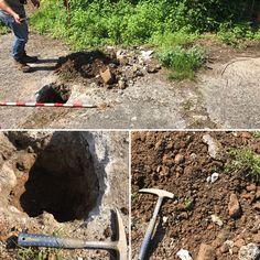Hoy geólogo y arqueólogo trabajando simultáneamente en una pequeña excavación.... jeje repartiéndonos un poco tierra!!!! El que nos viese va a pensar que encontramos 💎 💎 💎🤣🤣🤣. LACOTEC en Ribera de Arriba (Asturias).