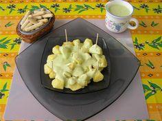Papas fritas con salsa de pepino