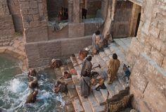 John 5:2–12, People gather around the pool of Bethesda