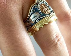 Private Label A DeMer Puro Extraordinaire. The cigar band ring has never seen an incarnation like this. Meet the Private Label monogram ring. Fashion Bracelets, Fashion Jewelry, Male Jewelry, Cigar Band, Coin Ring, Braided Bracelets, Signet Ring, Cigars, Ring Designs