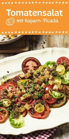 Die bunte Alternative zum klassischen Salat: Der Tomatensalat aus grünen, gelben und roten Tomaten mit Kapern-Picada.