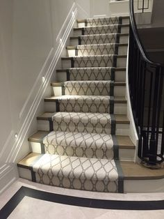 Inventive Staircase Design Tips for the Home – Voyage Afield Home Carpet, Diy Carpet, Modern Carpet, Carpet Ideas, Stair Landing Decor, Stair Decor, Stairway Carpet, Staircase Runner, Stair Runners