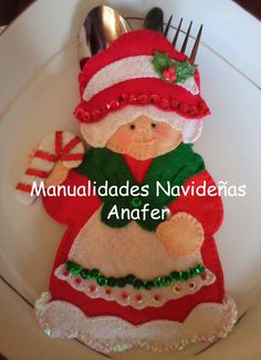 Christmas cutlery holder with patterns Author manualidades navidenas anafer Make yourself beautiful decorative pieces in felt for this C. Felt Christmas Ornaments, Christmas Art, Christmas Projects, All Things Christmas, Christmas Stockings, Christmas Holidays, Felt Decorations, Christmas Table Decorations, Felt Crafts