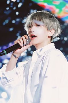 Baekhyun (Byun Baekhyun) EXO (변백현 엑소) taehyung's dad? Chanyeol Baekhyun, Park Chanyeol, Baekyeol, Chanbaek, Exo Music, Xiuchen, Exo Korean, Korean Idols, Kim Jongdae