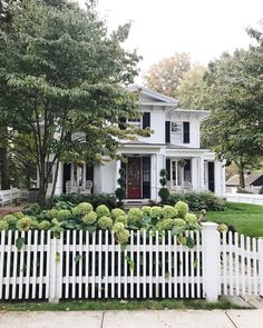 My Favorite Garden Design Exterior Design, Interior And Exterior, White Houses, House Goals, Cozy House, House Colors, My Dream Home, Curb Appeal, Future House
