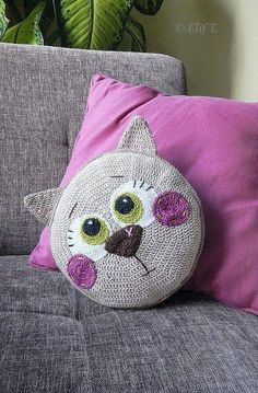 Katzen Kissen häkeln - crochet cat pillow - Tutorial with pictures. Gato Crochet, Crochet Amigurumi, Crochet Dolls, Crochet Yarn, Crochet Mandala, Crochet Poncho, Crochet Cushions, Crochet Pillow, Crochet Blanket Patterns