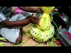 YouTube Leaf Crafts, Diy And Crafts, Found Art, Palms, Coconut, Costumes, Make It Yourself, Ethnic Recipes, Youtube
