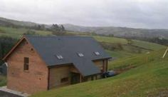 Set in the beautiful mid-Wales countryside on the Glyndwrs Way Plas Newydd bunkhouse is an ideal location for exploring or unwinding. Welsh Marches, The Bunkhouse, Local Attractions, Hostel, Wales, Countryside, Exploring, Shed, Outdoor Structures