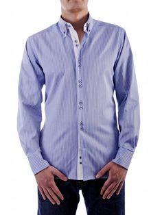een mooi blauw overhemd met witte strepen van het merk Vegea.
