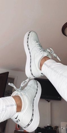 Nike Schuhe - Kleider - Nike Shoes white nike sneakers for women New Shoes, Women's Shoes, Shoes Sneakers, Shoes Style, Sneakers Women, Shoes Jordans, Gucci Shoes, Flat Shoes, Flat Sandals