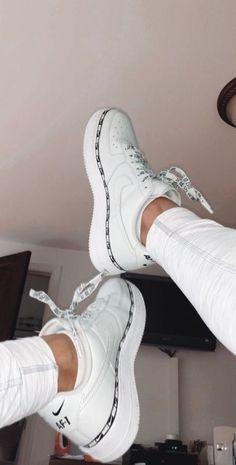 Nike Schuhe - Kleider - Nike Shoes white nike sneakers for women Hype Shoes, Women's Shoes, Shoes Sneakers, Shoes Style, Sneakers Women, Casual Sneakers, Shoes Jordans, Casual Shoes, Gucci Shoes