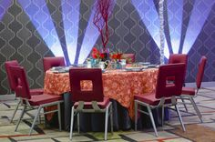 Vibrant colors to make your wedding stand out from the rest! Design by @clarkeallen, photography by @richardi and the Fairfield Inn & Suites Charlotte Uptown-Carolina Ballroom.