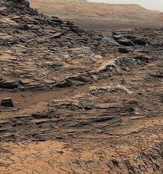 """This is an image of the fractured, rocky surface of Mars. The Curiosity rover took this picture of """"Marias Pass"""" which shows how two different type of rock units come together. Mudstone in the center of the image comes in contact with sandstone on top. Curiosity Mars, Curiosity Rover, Space Planets, Space And Astronomy, Sistema Solar, Mars Pictures, Mars Rover Pictures, Different Types Of Rocks, Mars Surface"""