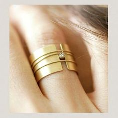 Modern gold diamond ring