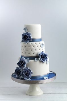 Sweet Avenue Cakery: wedding cake.