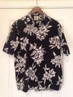 Vintage black white Hawaiian shirt mens M by twinflamesboutique