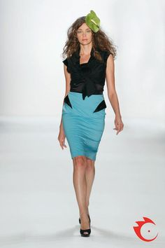 Anja Gockel - Black tank top with ruffled Bolero to the node. This includes a very feminine Pencil skirt with black satin inserts.