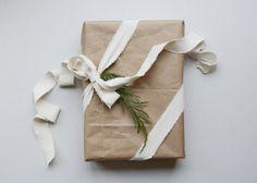 DIY: 4 olika presentinslagningar till jul med samma paket
