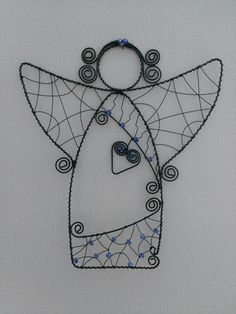 Bricolages et décorations, artisanat d'art avec du fil métallique et des perles ou objets divers. Wire Crafts, Metal Crafts, Christmas Crafts, Wire Ornaments, Angel Ornaments, Wire Wrapped Jewelry, Wire Jewelry, Beaded Angels, Angel Crafts