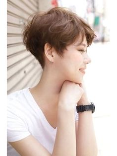 【2019年春】モードショートスタイル/BLANCOスパイラル【ブラ... - DecorideasHome Short Hair Back, Short Hair With Layers, Girl Short Hair, Short Hair Cuts For Women, Cute Short Haircuts, Short Bob Hairstyles, Cool Hairstyles, Vintage Short Hair, Tomboy Hairstyles