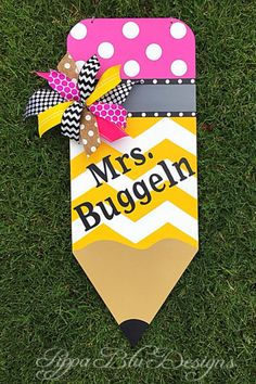 Your place to buy and sell all things handmade Teacher Door Hangers, Teacher Doors, Teacher Signs, Pencil Door Hanger, Classroom Door Signs, Teacher Wreaths, Teachers Day Card, Crafts For 3 Year Olds, Back To School Gifts
