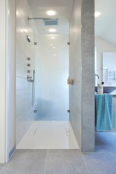 Ausschnitt #Badezimmer im #Viebrockhaus #WOHNIDEE-Haus 2014 Bad Inspiration, Bathroom Inspiration, Interior Design Games, House Inside, Bathroom Fixtures, Bathrooms, Bathroom Interior, Home Renovation, Master Bathroom