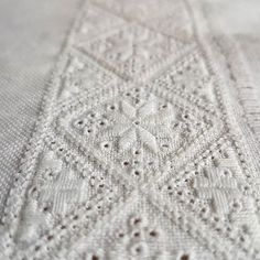 Hardanger Embroidery Design Ferdig med et broderi til Hardangerbunad! / finishing an embrodery to the Hardanger folkcostume! Types Of Embroidery, Learn Embroidery, Floral Embroidery, Hand Embroidery, Butterfly Embroidery, Hardanger Embroidery, Embroidery Stitches, Embroidery Patterns, Satin Stitch
