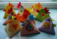 How-to Make Juggling Chooks (Bean Bag Chickens)...  link for the pattern:   http://www.redtedart.com/2012/02/10/pyramid-juggling-bag-chickens/