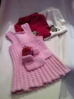 63 kiitosta -blogista: Maanantaina 3.12.2012 blogikirjoituksessa kerron, kuinka sain valmiiksi neulemekon siskon tytölle lahjaksi ristiäisiin