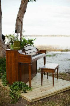 Kelly we could do this with your piano! Piano Wedding, Wedding Ceremony, Reception, Piano Photography, Photography Ideas, Photo Zone, Piano Room, Restaurant Furniture, Outdoor Furniture Sets