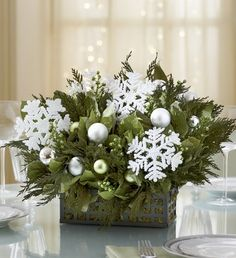 Beautiful use of snowflakes with greenery...Gives a general winter vibe that would look great in any home. If you are seeking wooden window boxes or other planters find us at www.coopersmithandson.com or on Facebook at ow.ly/yJWPh Snowflake Centerpieces, Holiday Centerpieces, Christmas Tablescapes, Centrepieces, Christmas Things To Do, Christmas Holidays, Christmas Wreaths, Christmas Crafts, Christmas Decorations