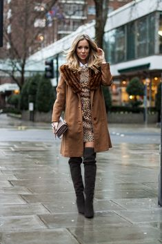 O Inverno está chegando e uma das maiores dúvidas das mulheres é sobre Botas! Como usar as botas no Inverno sem achatar a silhueta? Eu posso usar todos os modelos de bota? Por isso, o post de hoje é para ajudar vocês a arrasarem usando as Botas que valorizam seu tipo físico! COMO USAR: Para …