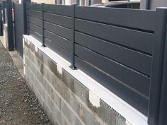 Brise vue aluminium direct stock de chez Fensu, modèle Premium, ajouré. Gris ral 7016